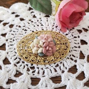 Jewelry - 🌸Vintage Gold and Flower Brooch🌸
